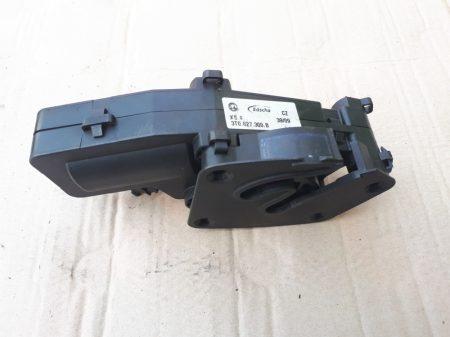 Skoda Superb II csomagtérajtó motor jobb
