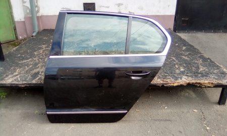 Skoda Superb II ajtó bal hátsó
